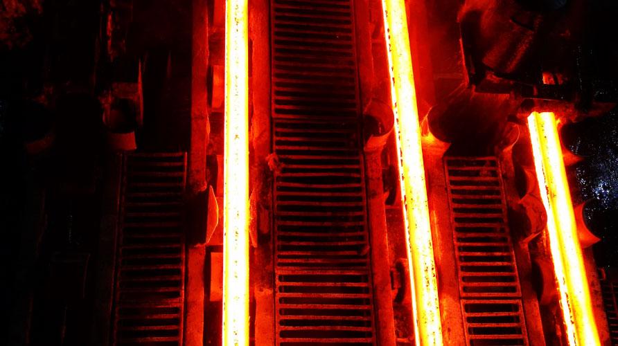 عملية إنتاج قضبان حديد من عبوات الألومنيوم